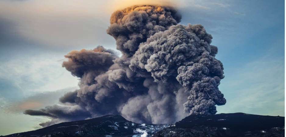 Eyjafjallajökull travel disruption, Iceland volcano eruption 2010, Iceland volcanoes, travel in Iceland, latest environment news, history of Icelandic volcanoes, vulcanology news, Iceland seismic activity news, volcano disruption to air travel, Iceland latest news