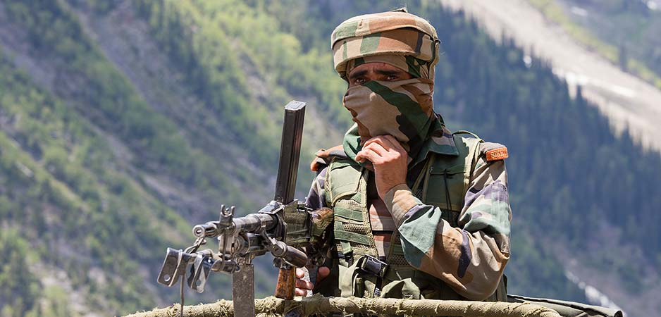 A frontier guard in Jammu and Kashmir on 6/12/2015 © OlegD / Shutterstock